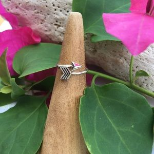 Jewelry - Silver  wrap around arrow toe/midi ring adjustable